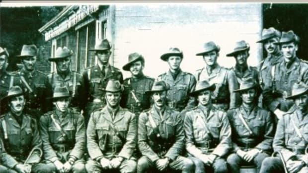 diggerAustralian Officers. Pic1..jpg