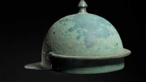 A Roman Hagenau-type bronze helmet, 1st half of the 1st century. HP: 30000 Euros