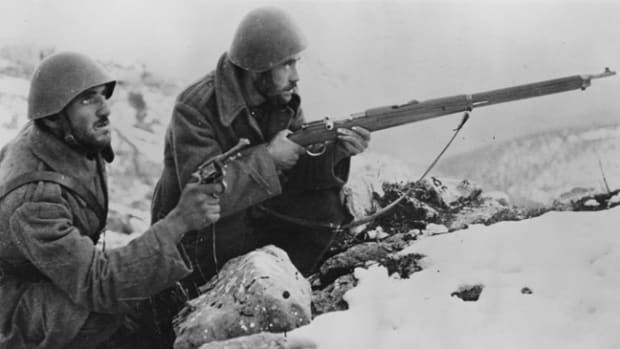 Greek soldiers defend against invading Italian forces. The rifle is a Mannlicher-Schönauer imported from Austria-Hungary. (Greece - late 1940 - early 1941)