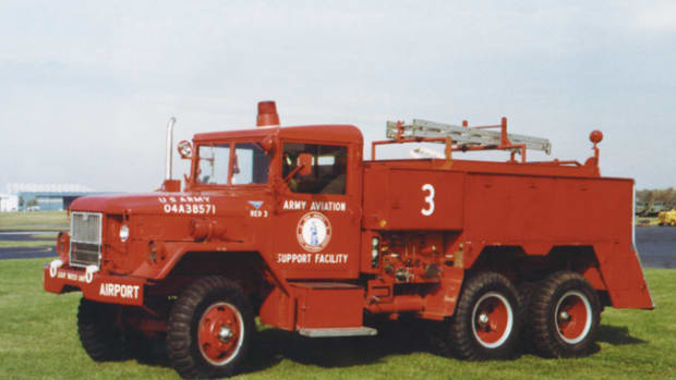The class 530B, developed in the late 1950s, continued to use the Reo M-44 chassis and gas engine initially, but now the pump was at last mid-ships mounted (driven by a transfer case PTO) and the apparatus bed had compartments in which to stow the gear.