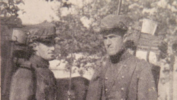 The Rockwell brothers, Kiffin and Paul, getting ready to leave for the front lines in September 1914. They are wearing the classic dark blue and madder red uniforms.