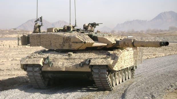 In 2005 Turkey acquired 298 second-hand Leopard 2A4s from Germany, later those were called Leopard 2A4TRs. They have been modified with improved air filters, something very important for the dusty terrain generally faced in the Middle East.. Analysis have been able to verify the existence of 43 Leopard 2A4TRs deployed in Syria along two batches: The first comprised of 18 tanks that were seen on 8/12/2016 while the second batch included 25 tanks that were sent on 10/12/2016. This numbers suggest a deployed force equivalent to an armored brigade. According to what Christian Triebert published in Bellingcat, the markings on the Leopard 2s are those of the Turkish 2nd Armored Brigade from the First Army.