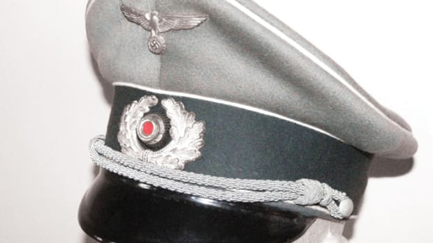 The infantry officer's cap is made of high quality doeskin material, finely formed, and sewn with a dark green headband and white (infantry) piping.