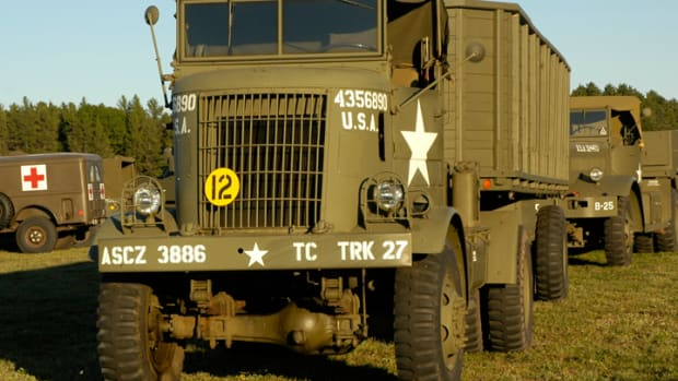 G-513 Federal 94x43 tractor and trailer restored by Kevin Kronlund.