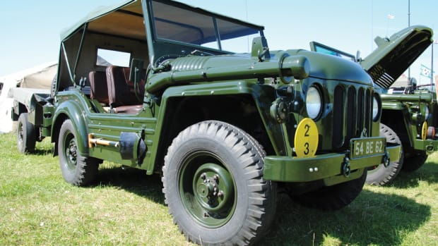 The Champ was fitted with a removable canvas roof and side panels. The long pipe-like device above the wheel arch is the snorkel for use during deep water wading.
