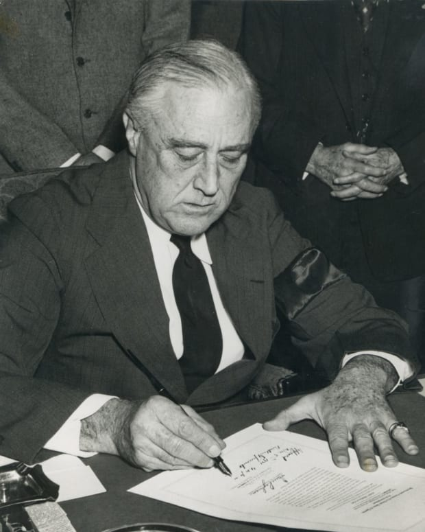 FDR-Sign-Declaration-of-War-on-Japan
