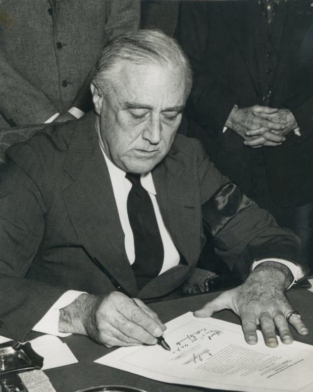 FDR-Sign-Declaration-of-War-on-Japan