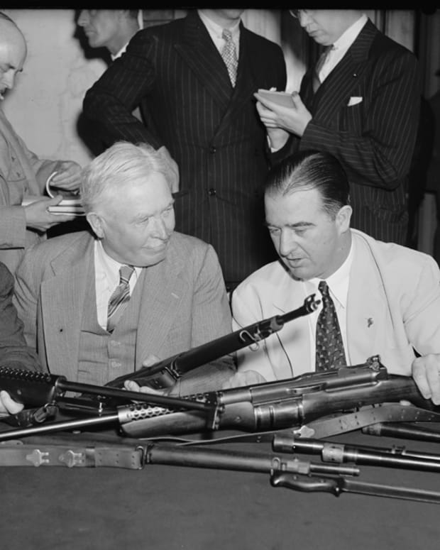 Senators_Inspect_Johnson_Riflered
