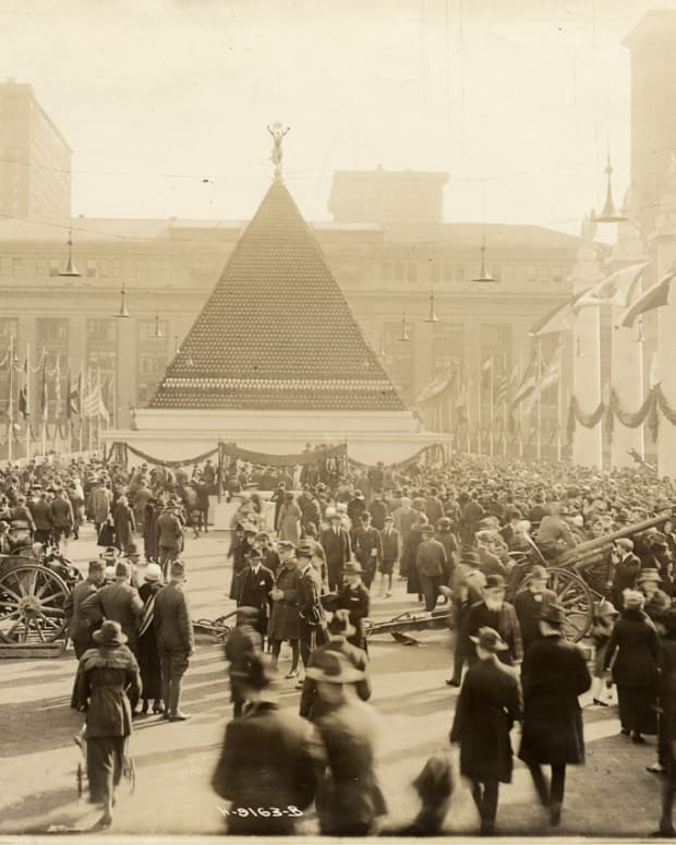 Pyramid of helmets 1918