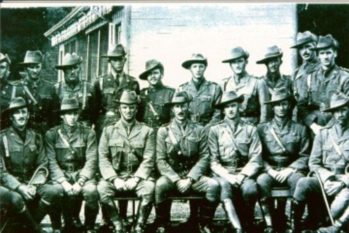 diggerAustralian Officers. Pic1..jpg