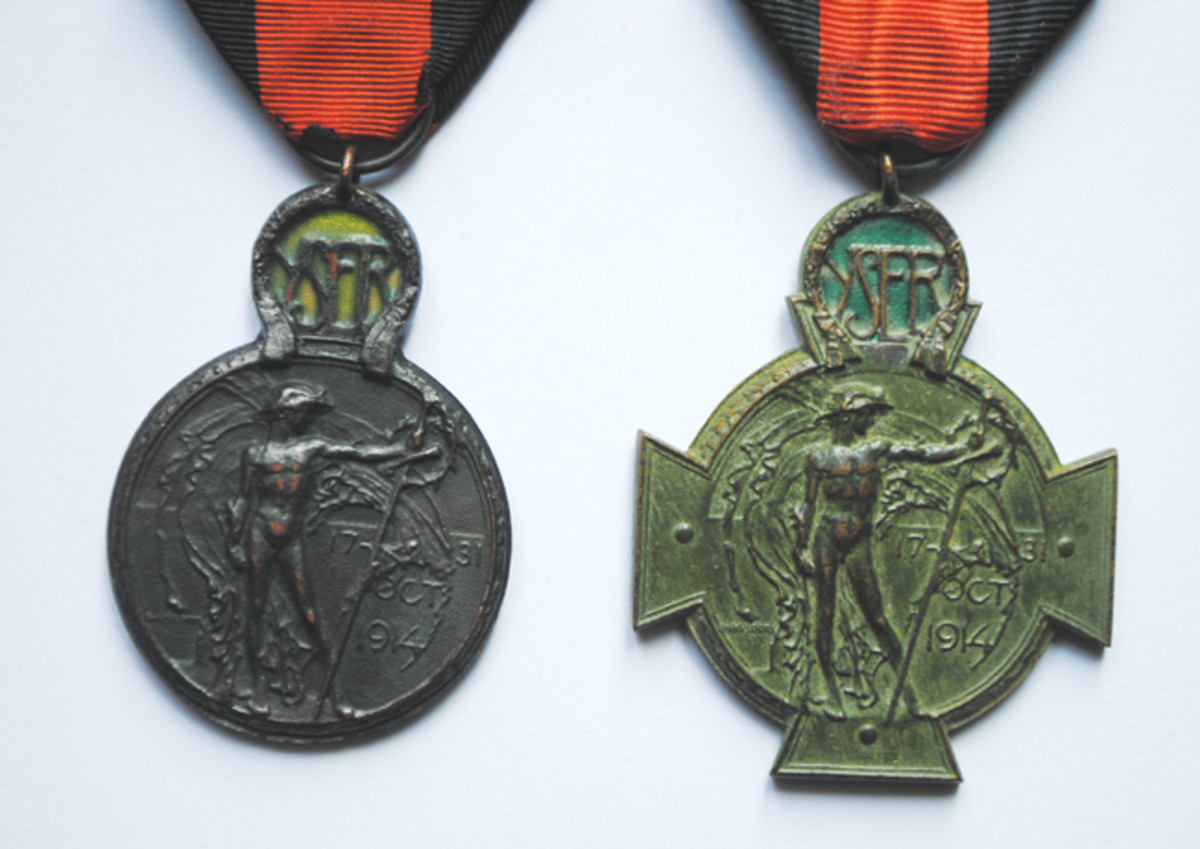Comparison of the obverse sides of the Yser Medal and Yser Cross, showing the same design. The quality of the Cross is much better, as more care had been taken with its production.