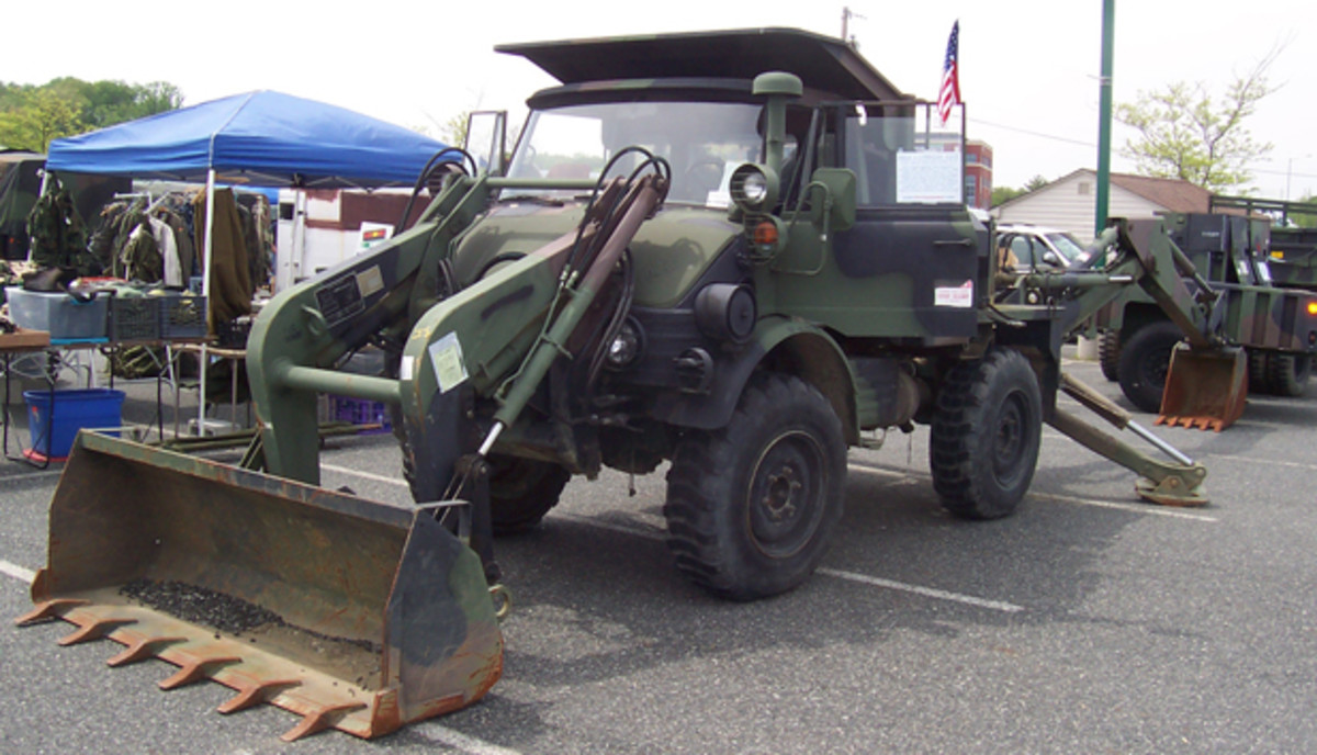 1989 Freightliner SEE (Small Emplacement Excavator), displayed by Government Liquidation