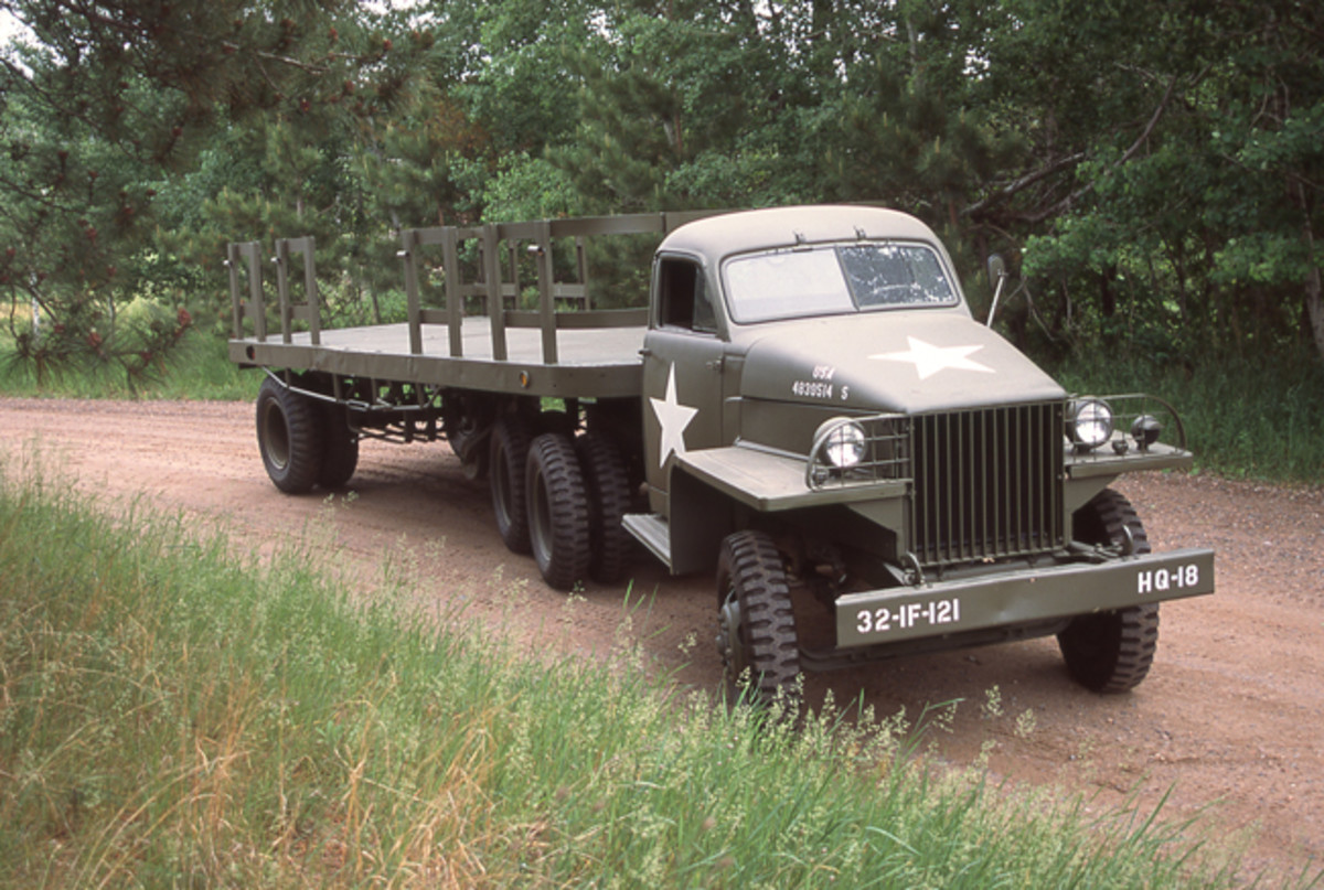 The US6x4 was built in three configurations; the U6, the short wheelbase tractor like the one pictued here (owned by Guy Jenson), the U7 long wheelbase cargo without winch, and the U8 long wheelbase cargo with winch.