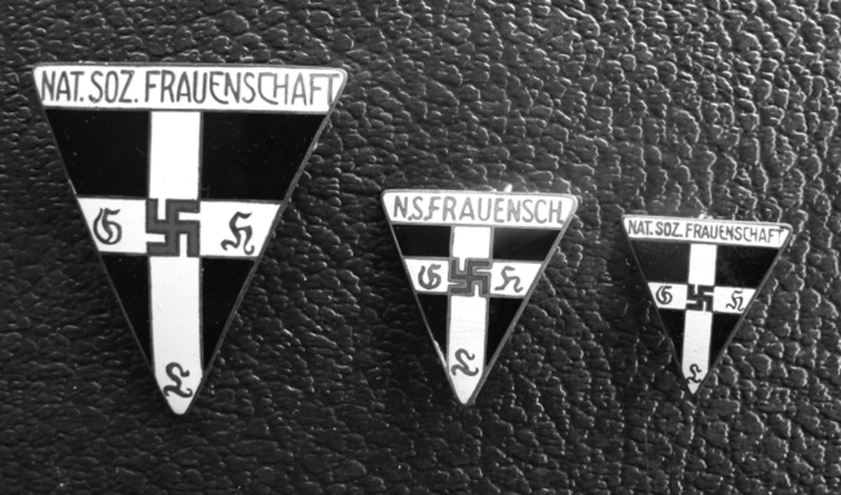 The 1934 version badge could be purchased in either larger or smaller sizes according to the wearer's preference.