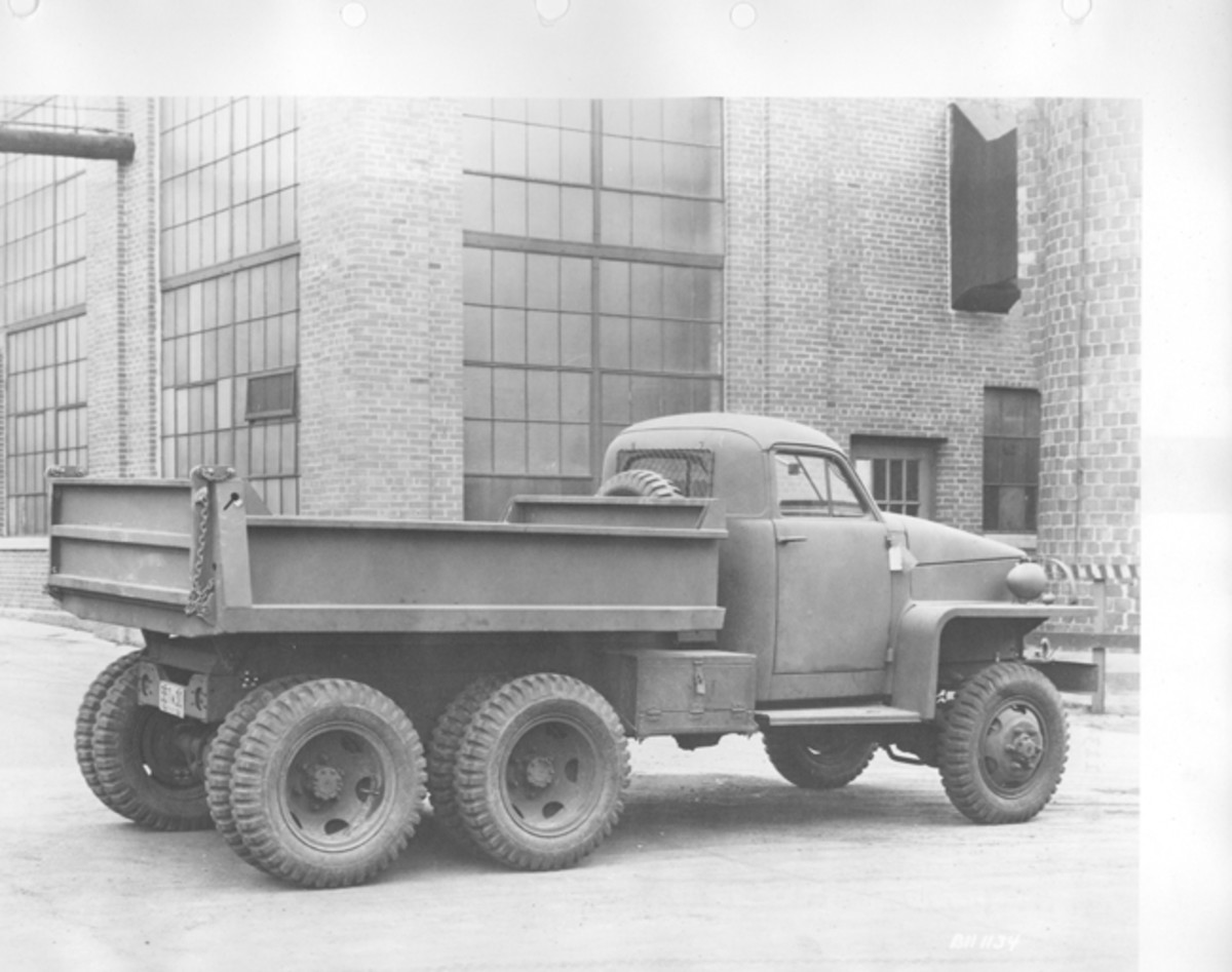 The US6 was also built as a dump truck. When not equipped with a winch, as shown here, the model designation assigned to the rear dump was U10.