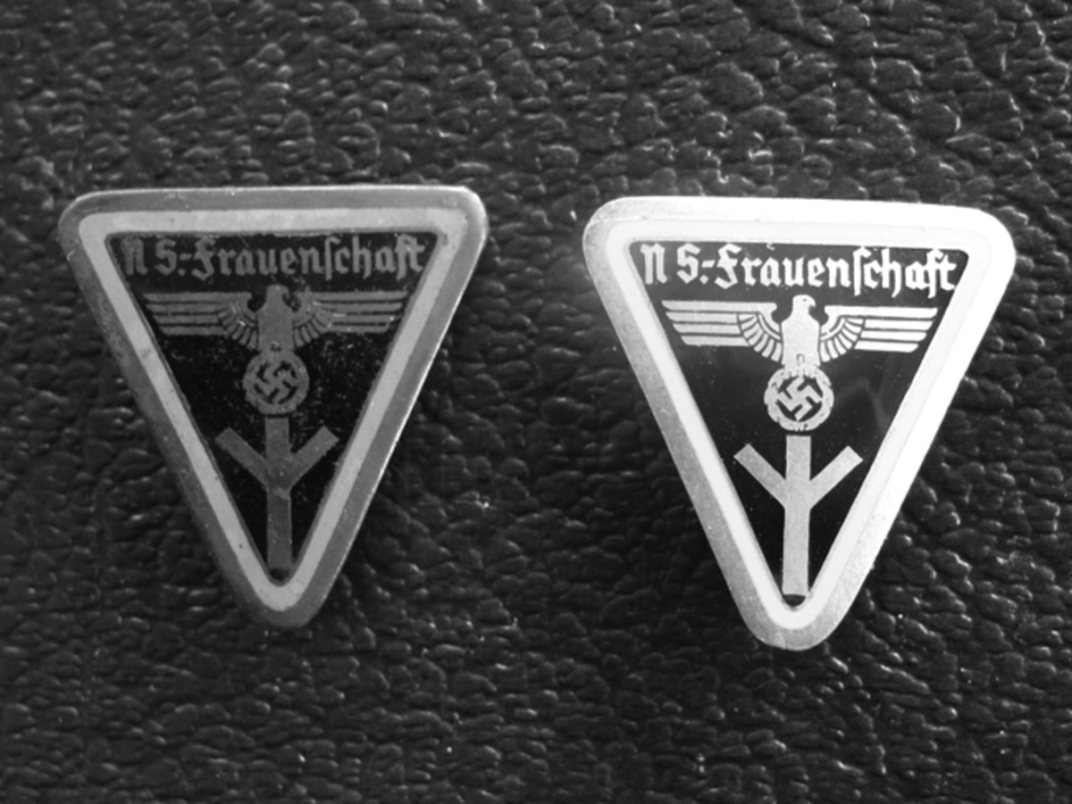 NS-Frauenschaft 1934 badges for higher leaders were bordered with colors to indicate the leader's rank.