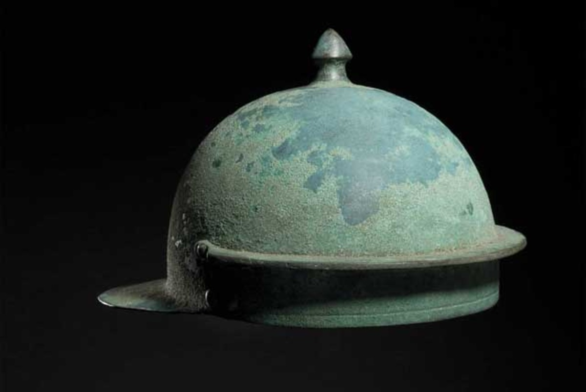 A Roman Hagenau-type bronze helmet, 1st half of the 1st century. HP: 30000 Euros