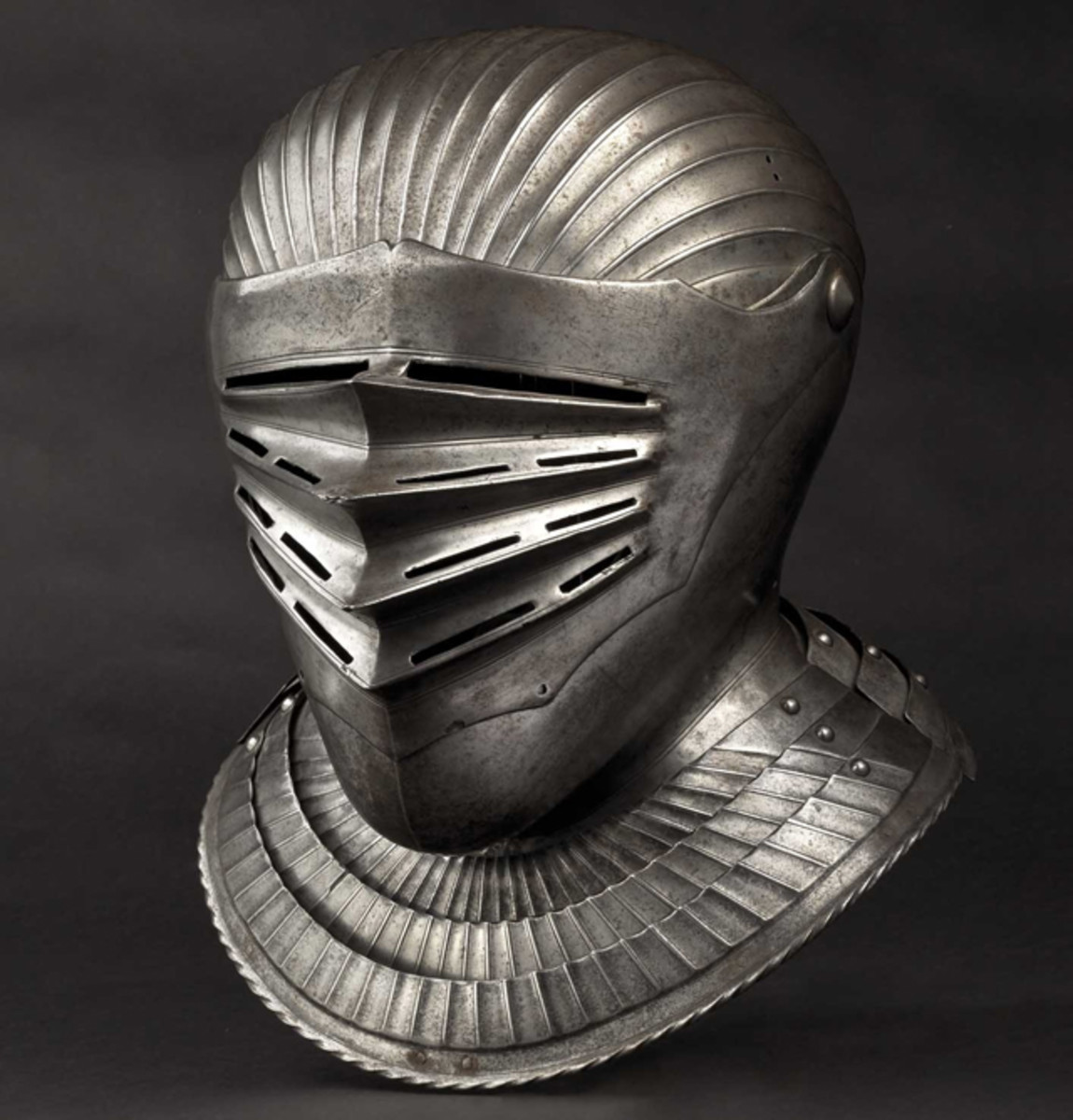 South German Maximilian style close helmet for a fluted suit of armour, 1530. HP: 30000 Euros