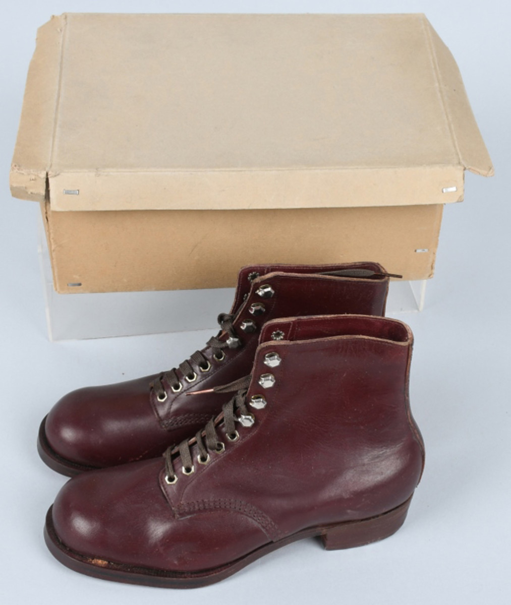 https://www.liveauctioneers.com/item/61938279_wwii-nazi-german-hitler-youth-shoes-original-boxWorld War II Nazi German Hitler Youth shoes, mint and unused in original box, $1,170