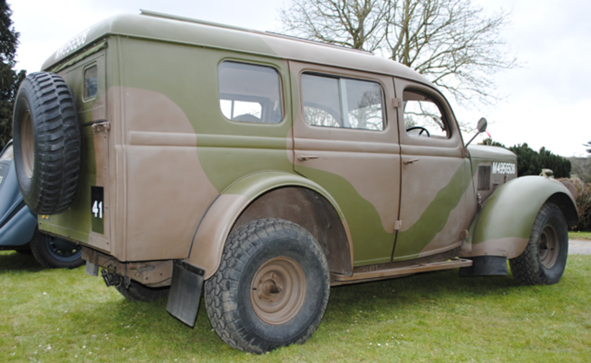 The double door access on either side allowed passengers to enter and leave the vehicle easily and also allow any supplies to be loaded. Radios were fitted to some vehicles for communications with reconnaissance units. The side windows and large windscreen gave good light to the interior. The roof rack could be fitted as necessary for carrying extra cargo. The large rear access hatch-type door which made the WOA2 popular with post-war civilian operators such as hospital services for transporting patients. Service and maintenance operators liked the vehicle for its large storage capacity.