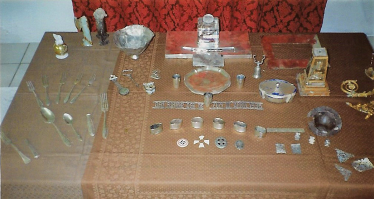 These are some of the items found, including Görings desk writing set.