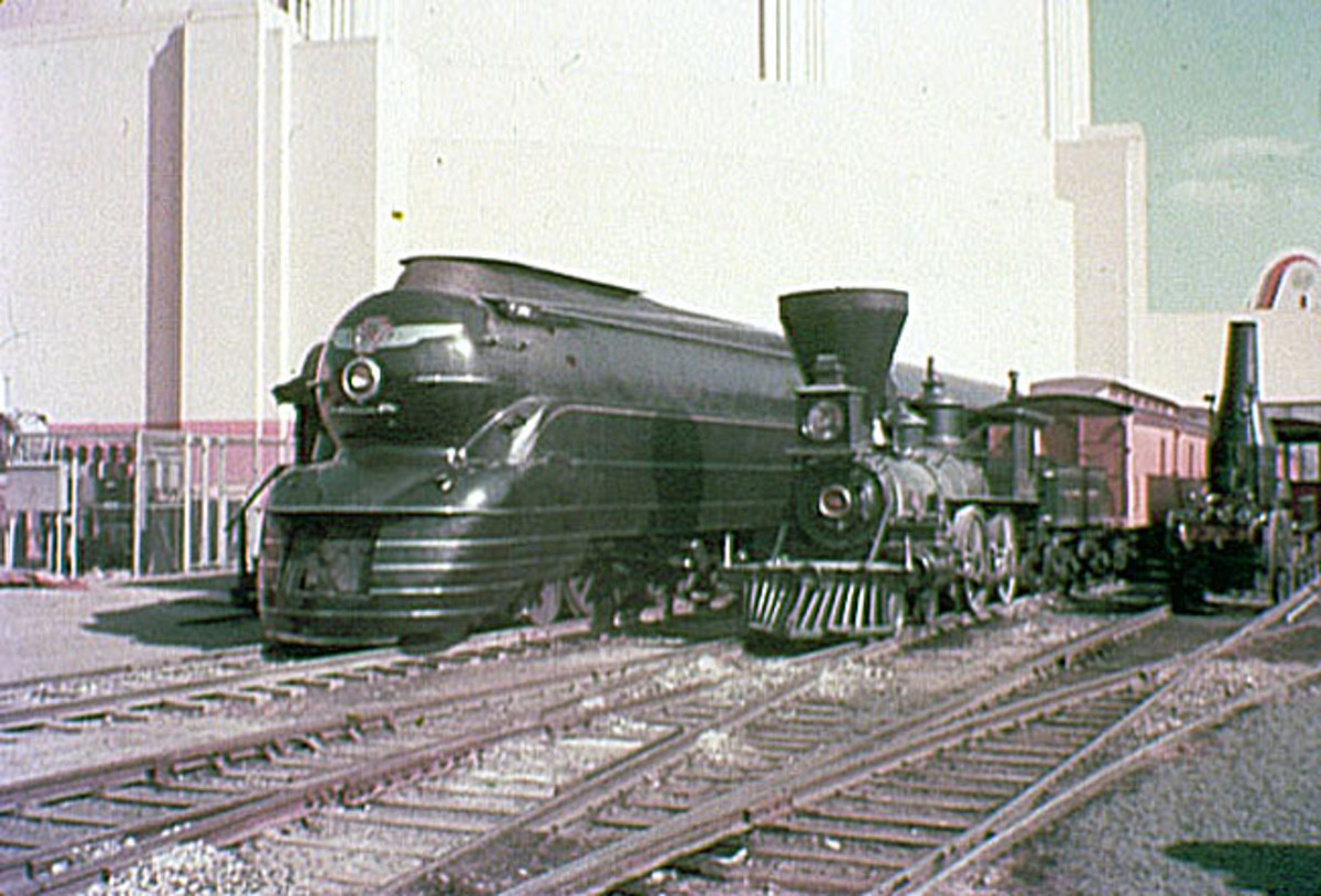 William Mason next to a Pennsylvania Railroad K4 streamliner at the 1939 New York World's Fair. Join the B&O Railroad Museum on September 16 to see the newly restored William Mason.