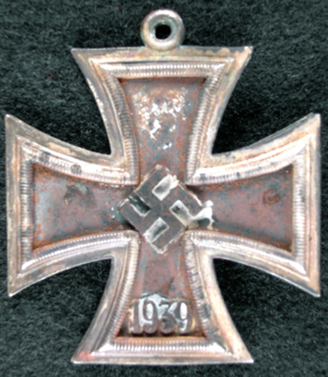 """[This image appeared on page 52 of the original article] This is Nowotny's disfigured and scorched Knights Cross (front & side views Editor's note: No side view was received) after being retrieved by his wing man Carl """"Quax"""" Schnorrer from his downed Me262."""