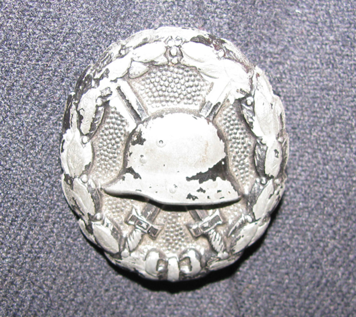 A well-worn Imperial 3rd class wound badge was worn on the left panel of a paramilitary uniform.