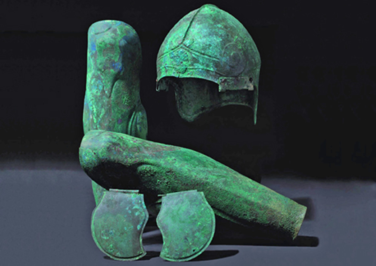 Chalcidian bronze helmet dating from the 5th/4th century BC with the matching, natural-istically modelled greaves. Starting Price: 25,000 Euros