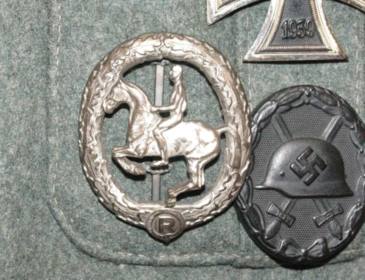 The Horseman's Badge was worn on the lower left panel of military uniforms after 1936.