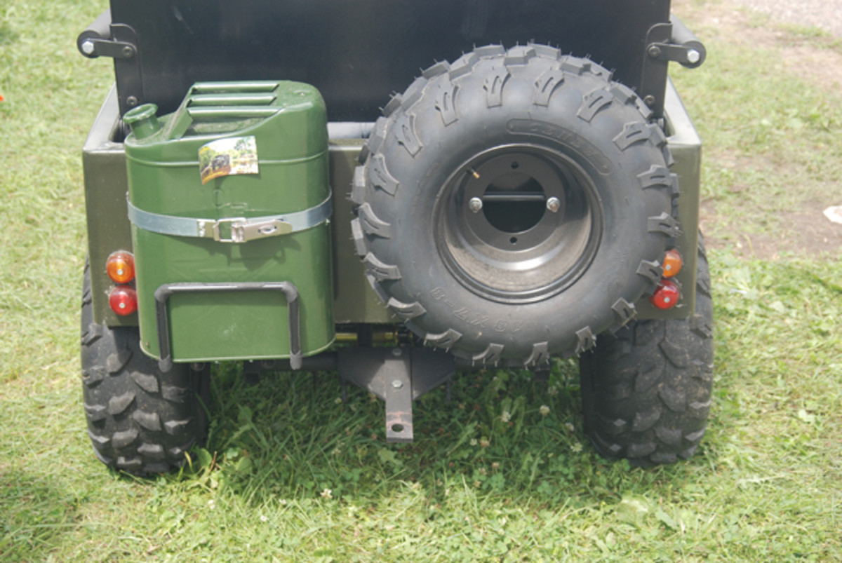 The contracted MVPartsStore Meep comes with nobby tires (four and a spare), a jerry can, and electric start.