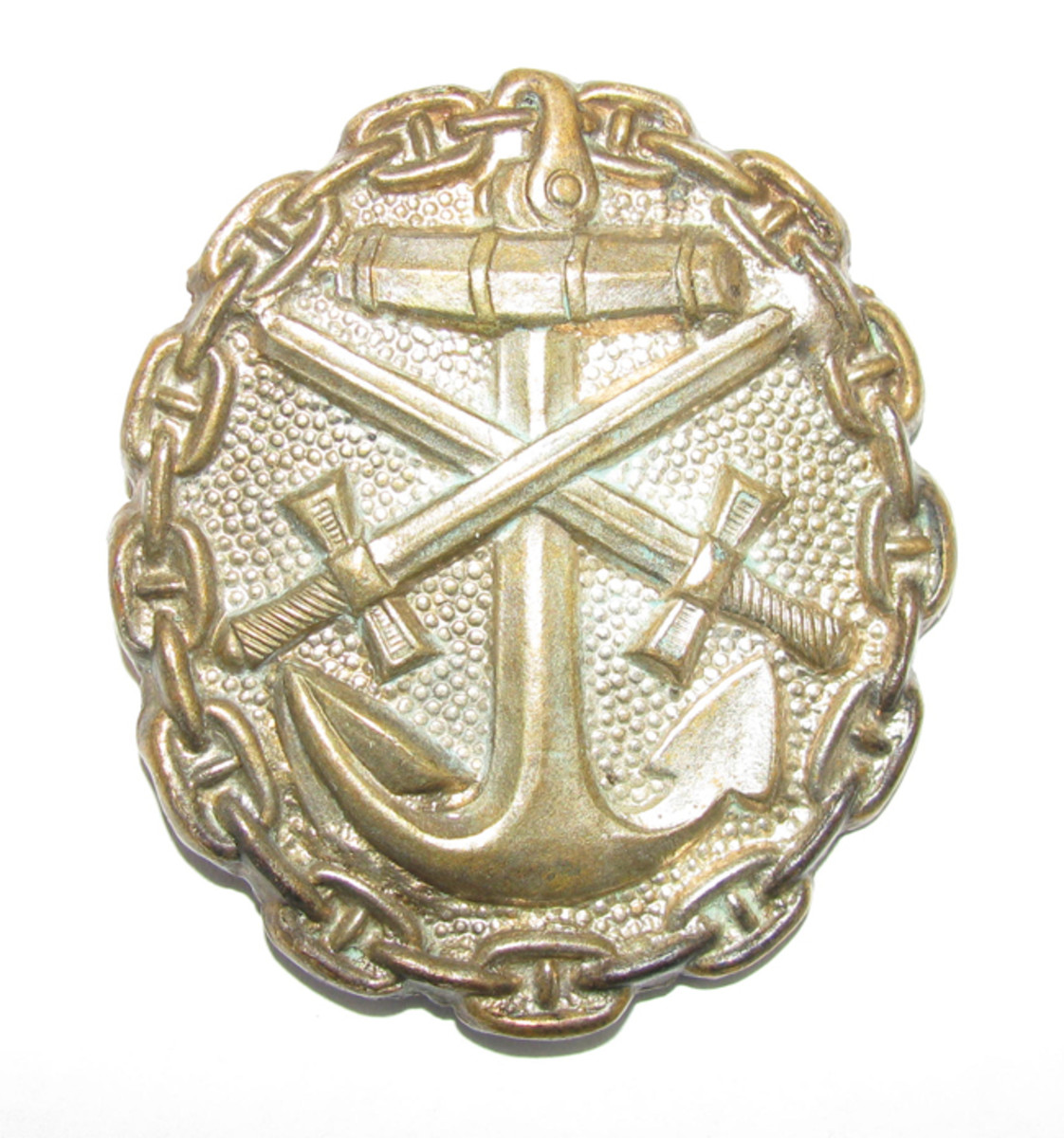 The Imperial Naval Wound Badge differed significantly in design from its army counterpart.