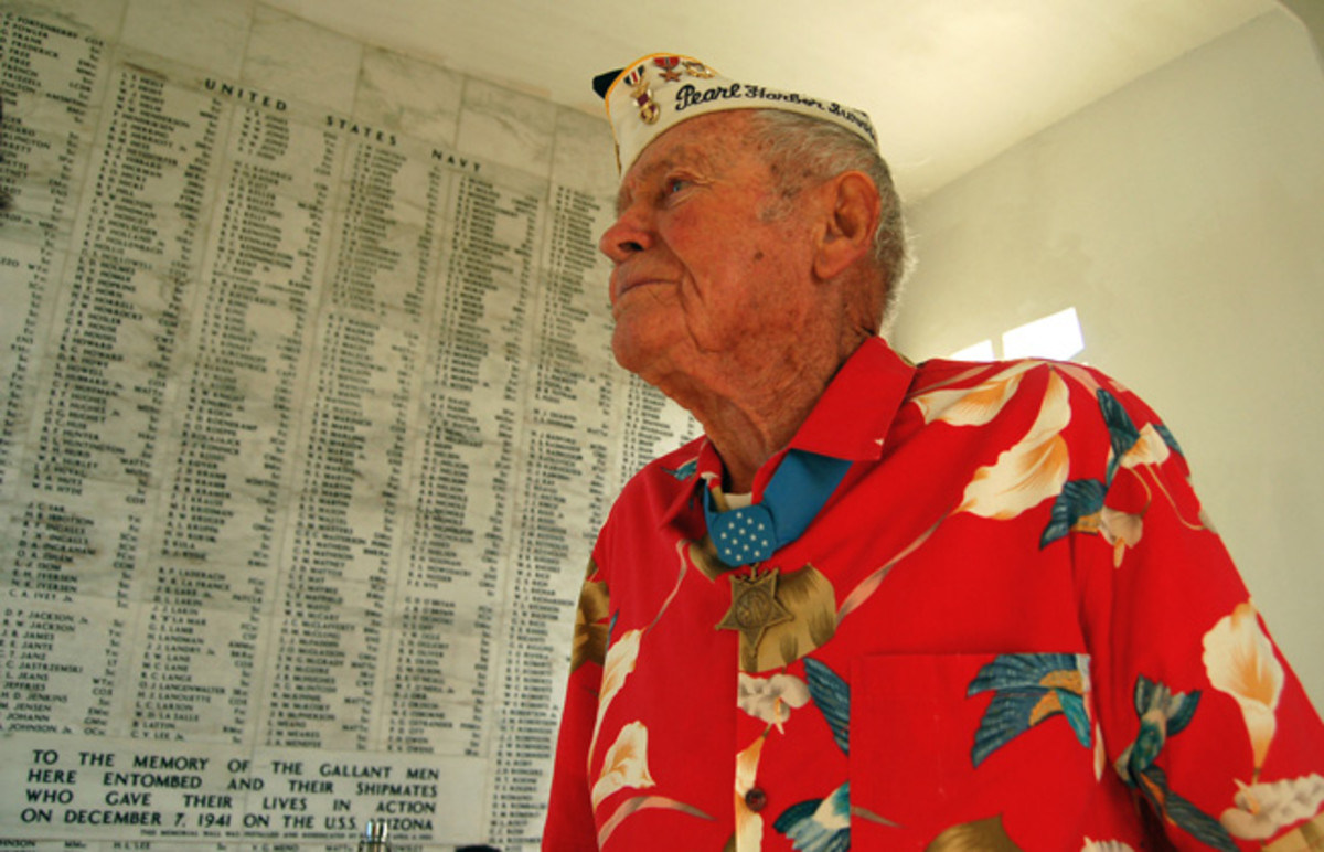 Lt. John Finn (Ret.) pays his respects to the Sailors and Marines killed aboard USS Arizona during the Dec. 7, 1941 attack on Pearl Harbor in 2007. USN photo