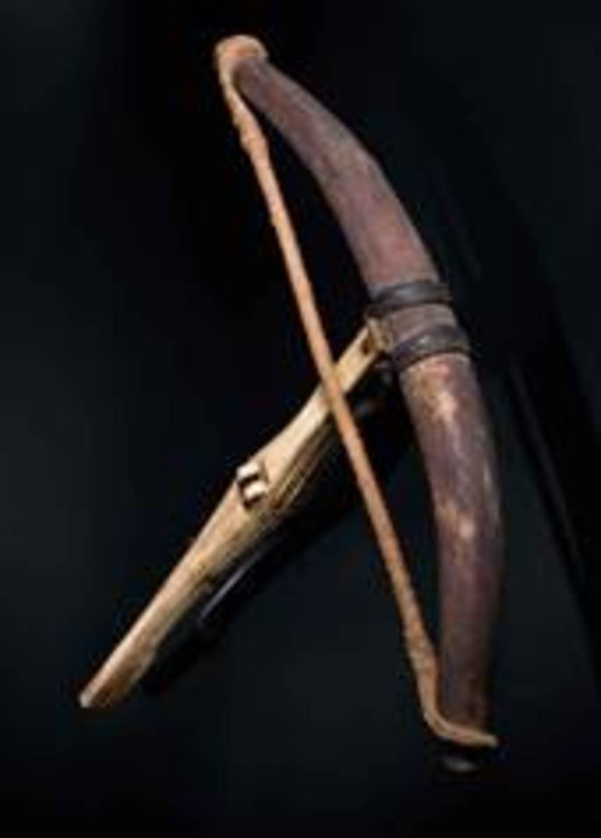 Late-Gothic crossbow with horn prod, tiller covered in bone inlays, German, 1500. HP: 16000 Euros