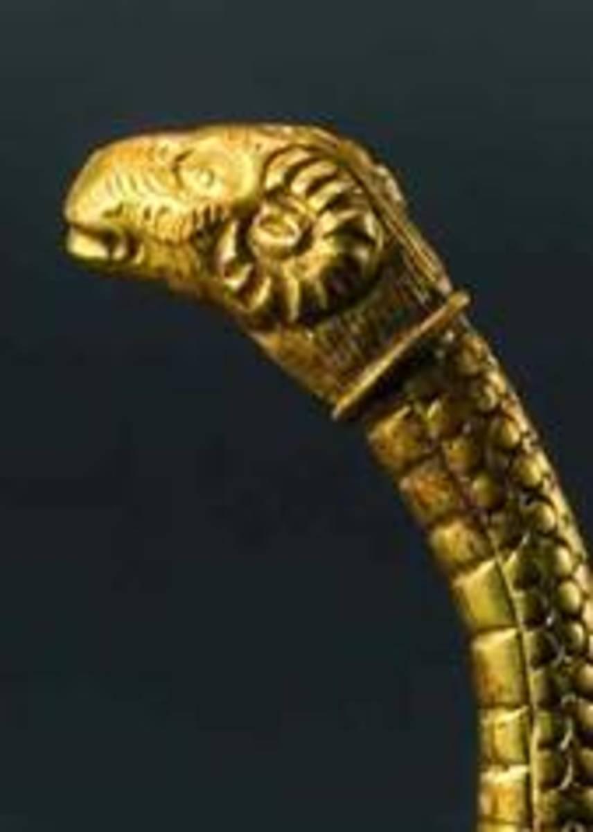 A Greek ram-headed gold bracelet with snake body, 5th century B.C. HP: 12500 Euros
