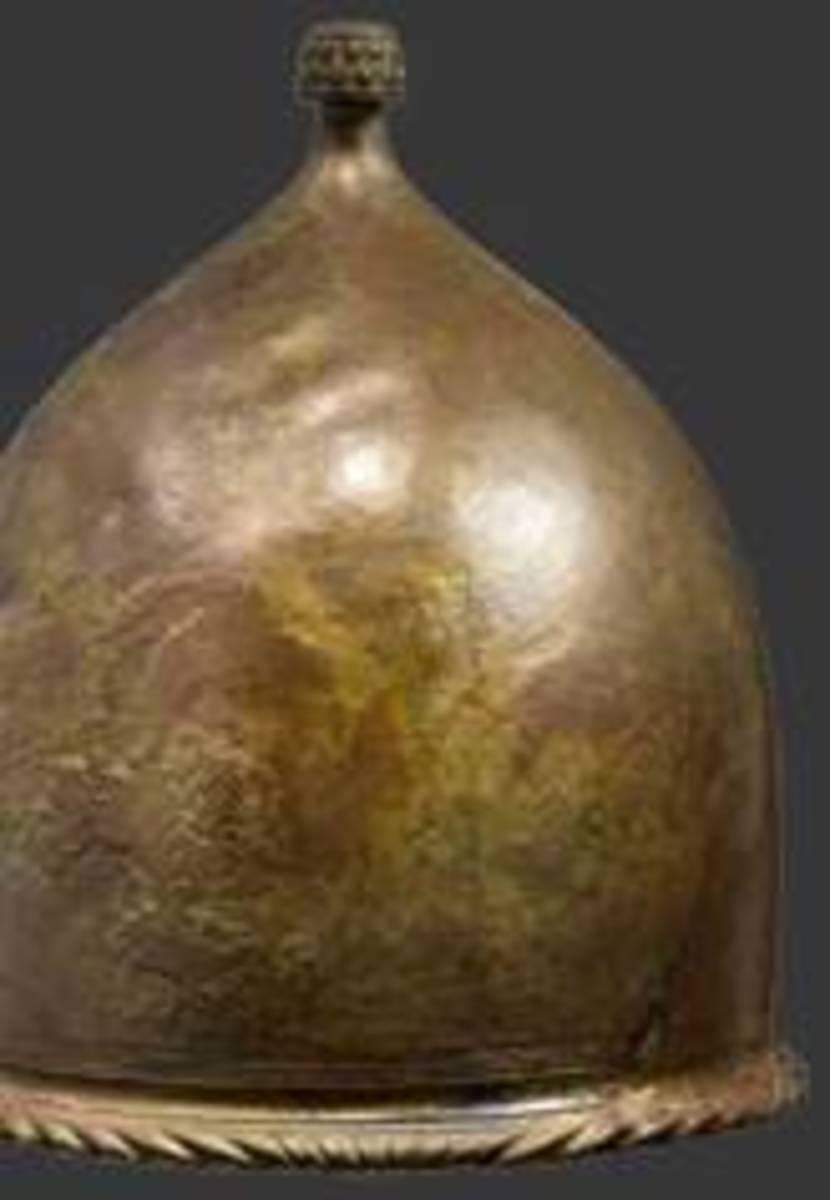Roman bronze helmet of the Montefortino type second century B.C. HP: 11500 Euros