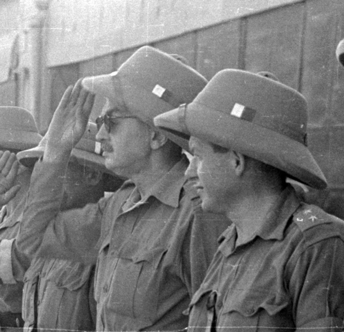 A close up of the Polish soldiers shows that the KSP hat was worn with a small white/red flash, denoting that these are in fact Polish soldiers. Polish Archives