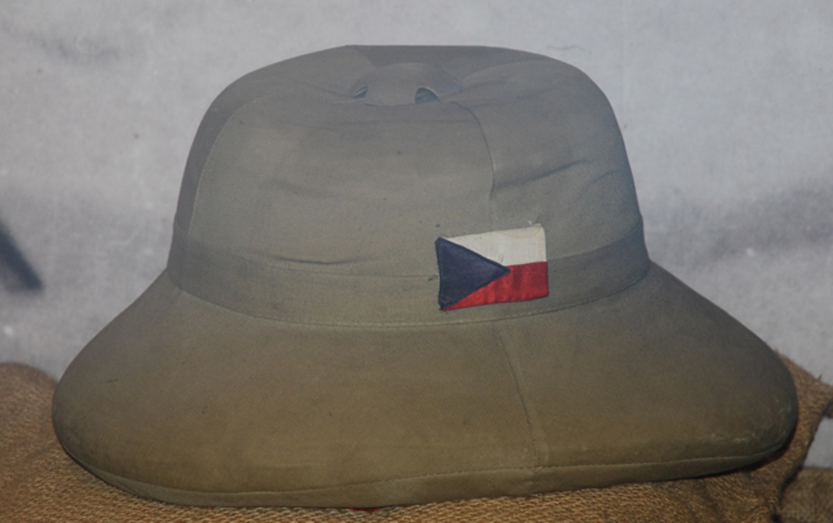 A Czechoslovakian used KSP hat is in the collection of the Army Museum in Prague features a flash resembling the flag of Czechoslovakia.