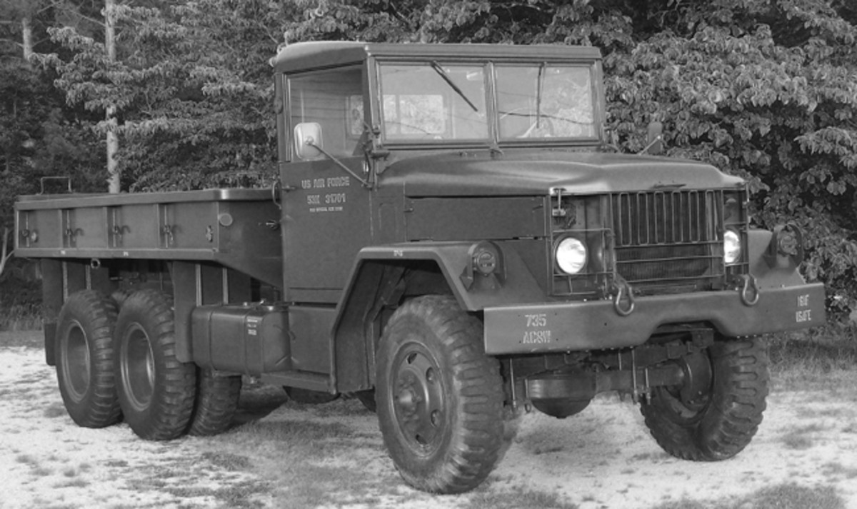 The Reo M35 was part of the new postwar family of tactical vehicles, commonly called M-series, and which, due to the lessons of WWII, were standardized in many ways, such as sharing many components, such as lights, generators, and dashboard instruments.