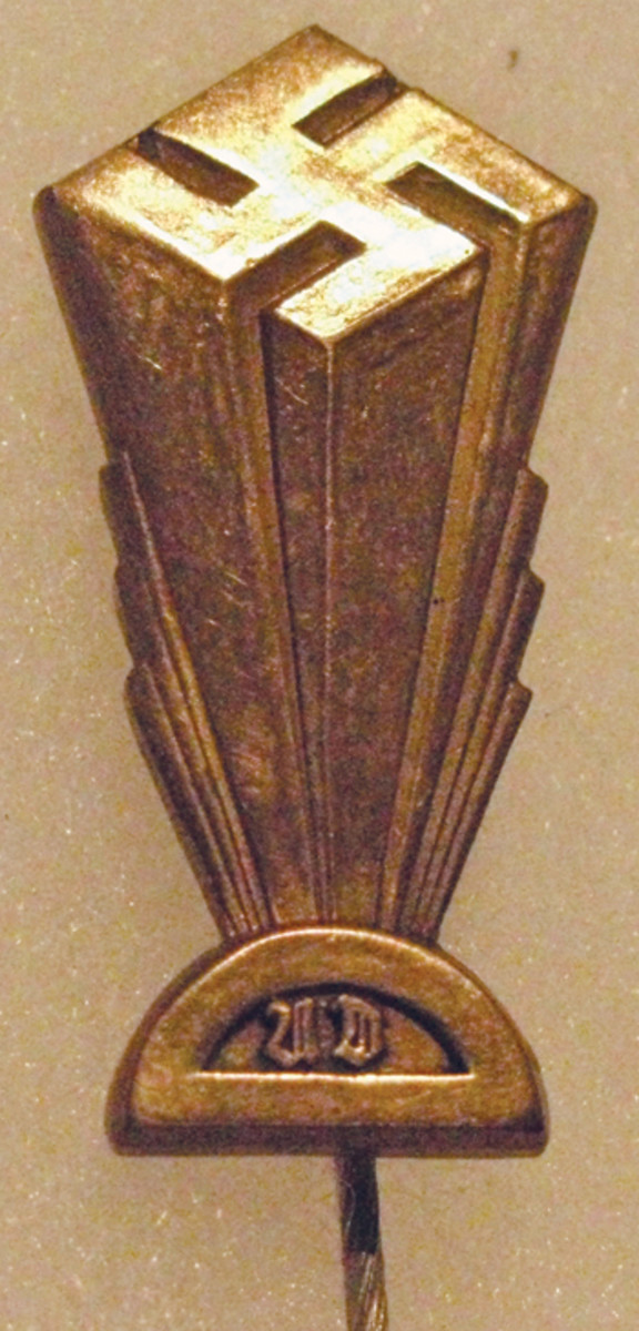 An American Bund membership pin with towering swastika.