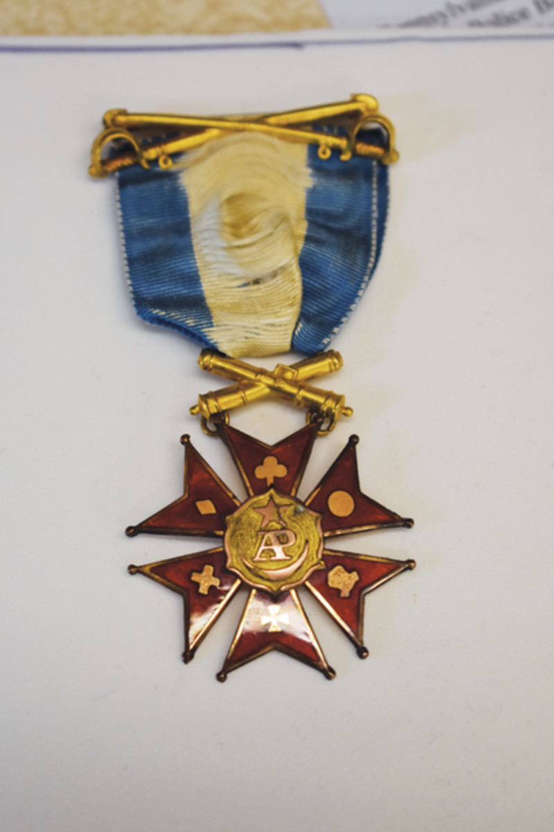 The delicate gold medal of the Society was decorated with the insignia of the different corps badges of the Army of the Potomac.