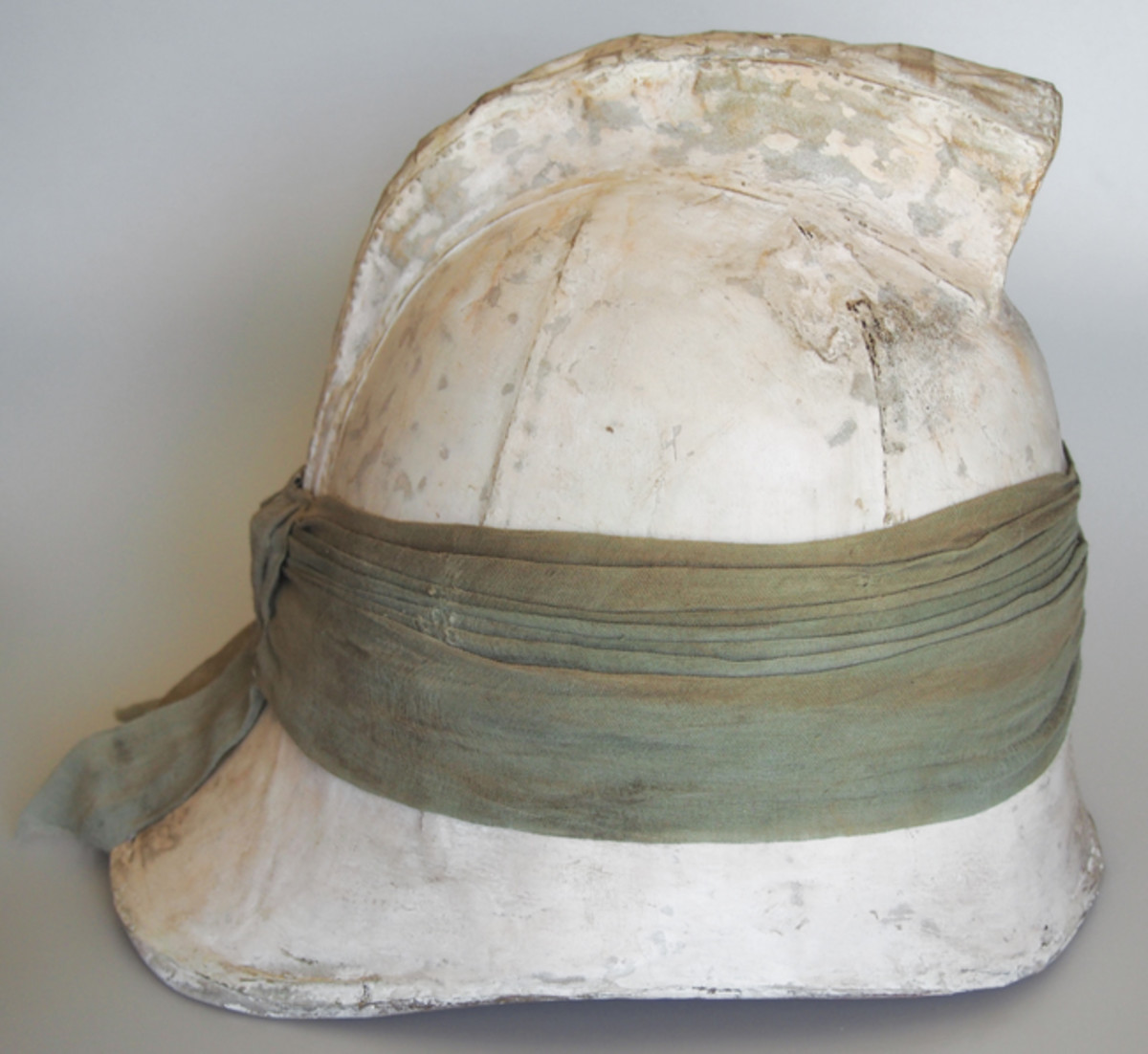 The helmet was fitted with a cloth puggaree around the helmet but this was likely to help denote the unit of the soldier.