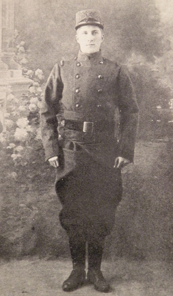 Legionnaire Russell Kelly of New York City joined the Legion in October 1914 and was declared missing in action on June 16,1915. He is seen here wearing the classic, early uniform with the addition of the indigo blue waist rap, a garment worn by troops who had served in Africa. He also wears the Model 1914 simplified kepi cover.