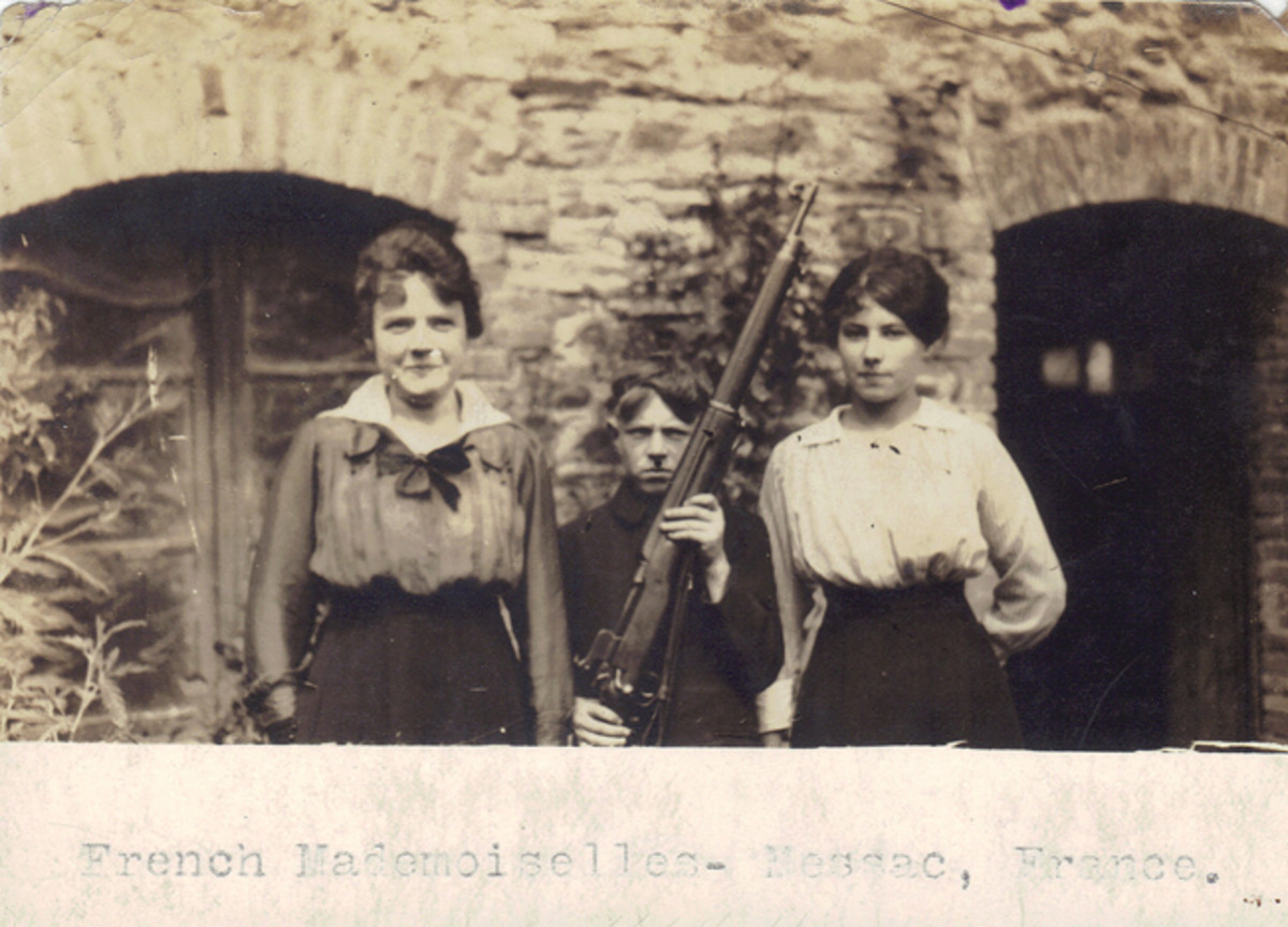 What 322nd Field Artillery Regiment Doughboy thought it was a good idea to impress these two mademoiselles in Messac (most likely Massac), France, by letting their friend pose with his M1917 Enfield? Hopefully, the First Sergeant was busy elsewhere!