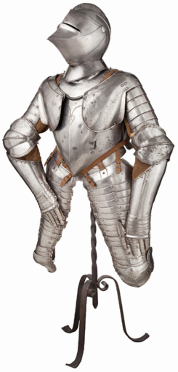 A cuirassier's armor from Nuremberg, circa 1600/1620, unleashed an immediate flurry of bids, culminating in the sensational sum of 31,000 euros.