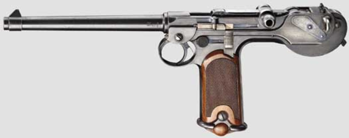 A Borchardt C 93 self-loading pistol, one of a series of only 3,000 manufactured by Loewe, came complete with its matching walnut shoulder stock and carrying case. Bidding closed at 13,500 euros.