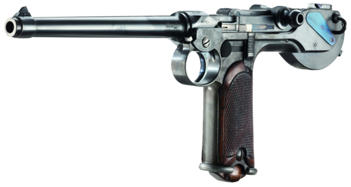 A Borchardt C 93, manufactured by Loewe, in its case. HP: 27000 Euros
