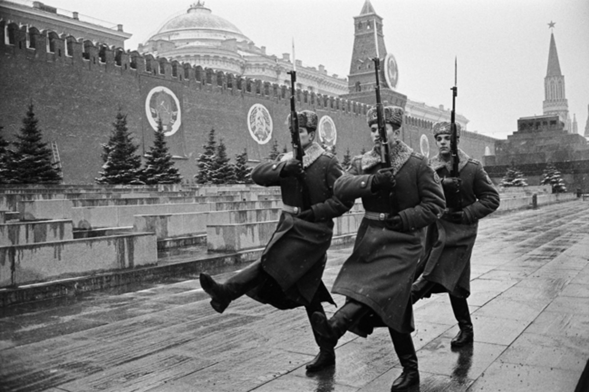 Soldiers of the Red Army parade on Moscow's Red Square. (Photo by John van Hasselt/Sygma via Getty Images)