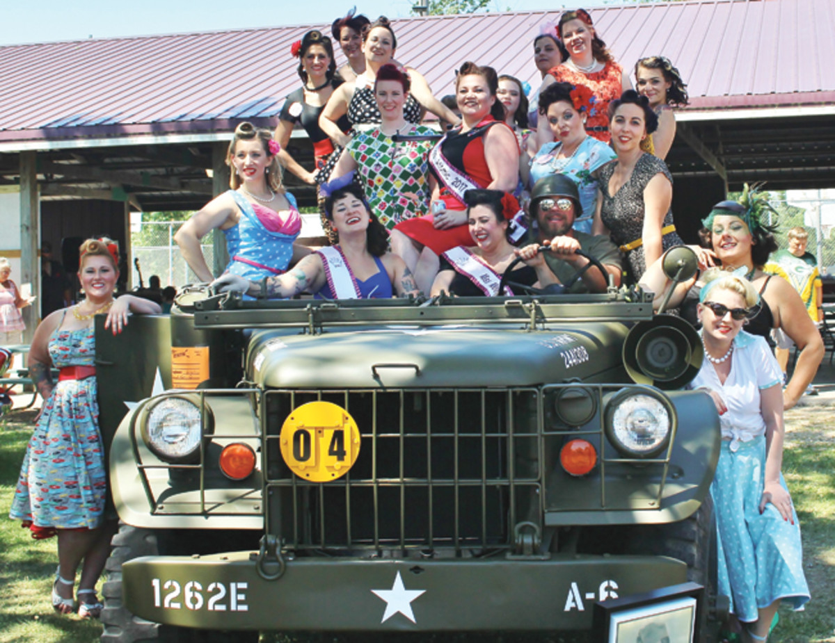 All the pinup girls from the Miss Motostatic 2017 contest posed with my truck (and me behind the wheel and my girlfriend Yvonne next to me). By the way, Yvonne won the contest.