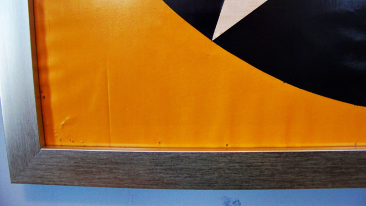 The yellow painted fabric has no seams. The lack of contour suggests it is from the underside of a wing. If somebody familiar with WWII trainer planes and can provide an educated guess of the type of plane this star came from, please drop a note to the editor of Military Trader. It will be very much appreciated!